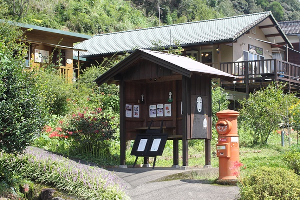 トトロの森の側にある「レストラン リュオ」の外観写真
