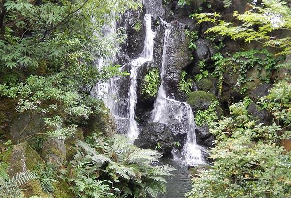 由志園の滝の写真