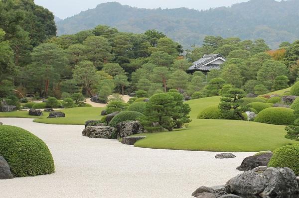 足立美術館、秋の日本庭園の写真