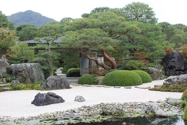 足立美術館の池庭の様子の写真
