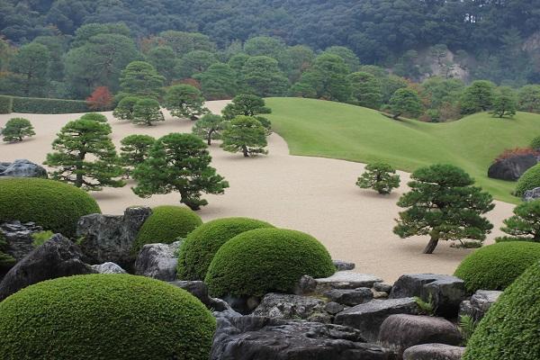 秋の白砂青松庭の写真