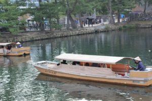 松江城の堀、遊覧船の写真