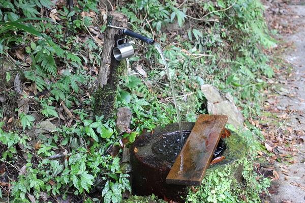 轟渓流にある水汲み場の写真