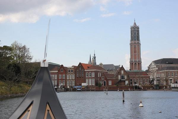 ハウステンボスの「ゴンドラ遊覧」からの景色、ドムトールンとハウステンボスの街並みの写真