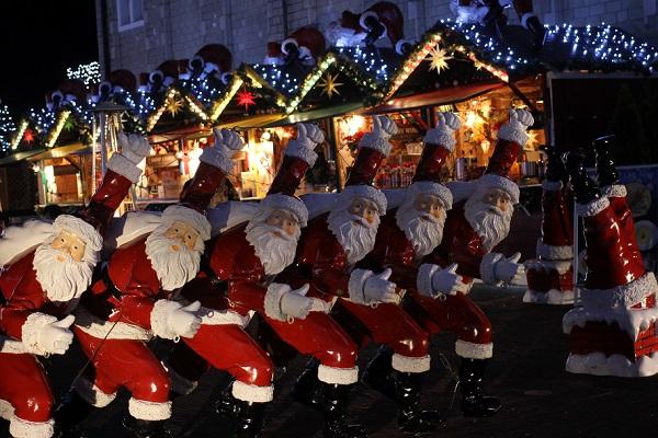 ハウステンボスのクリスマス、たくさんのサンタの写真