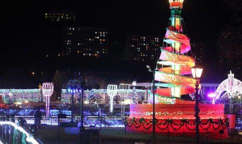 ハウステンボス、光の王国、アートガーデンとクリスマスケーキのイルミネーションの写真