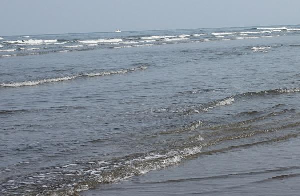 吹上浜海岸、波の行きかう様子の写真