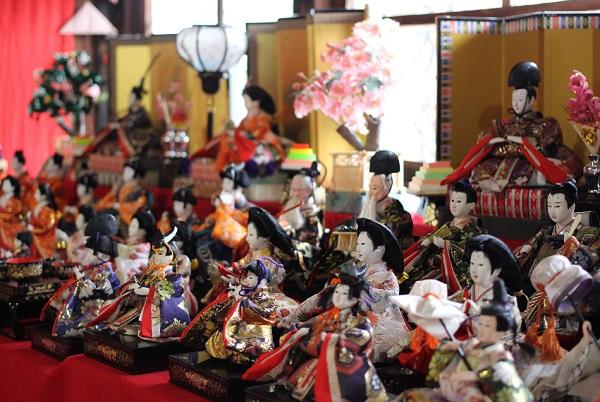 長崎街道松原宿ひな祭り、美しい雛飾りの様子の写真