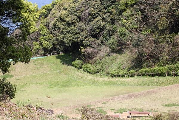 崎野自然公園、草スキー場の様子の写真