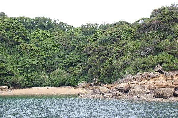 九十九島の海、白いビーチと島の写真
