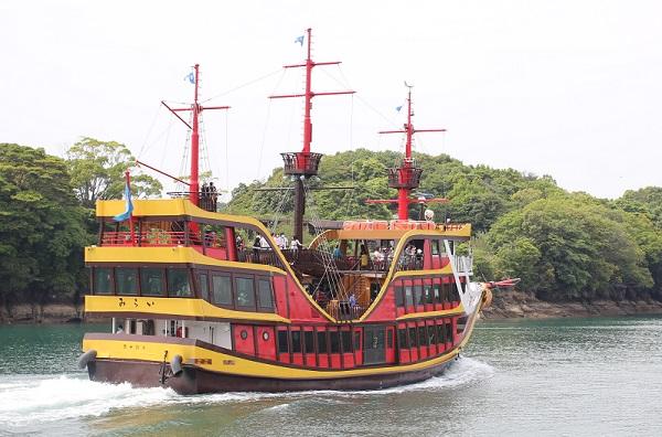 ヨットから見えた遊覧船、「みらい」の写真