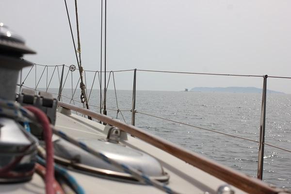 走るヨット、海の写真