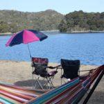 長与の板の浦公園でのピクニックしてる様子、イスを並べた写真
