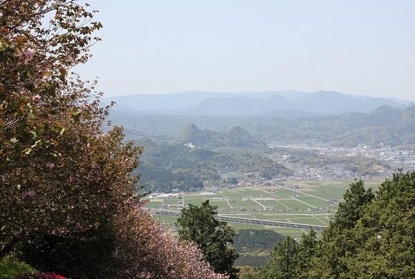 肥前犬山城展望台からの景色写真、御船山や武雄市内