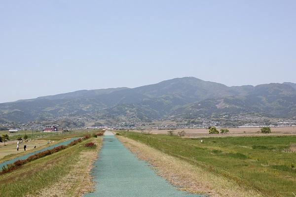 諫早湾干拓地の遊歩道の写真