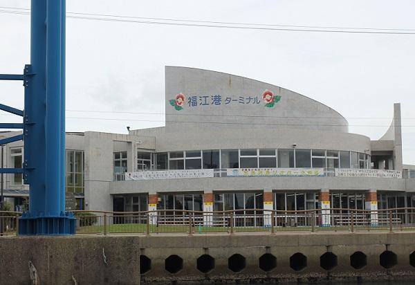 福江港ターミナルの外観写真