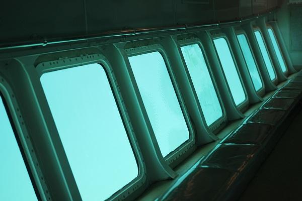 シーガルの下部の客席とガラス窓