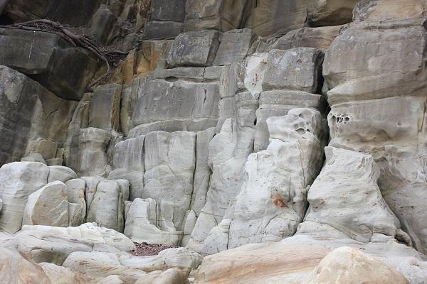 「ぜぜヶ浦」ロッククライミングが出来そうな岩