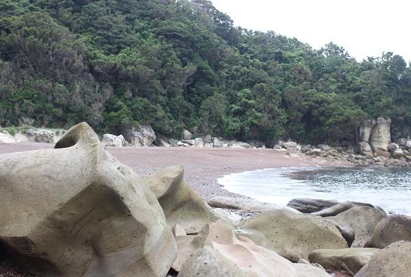 「ぜぜヶ浦」の海岸の様子