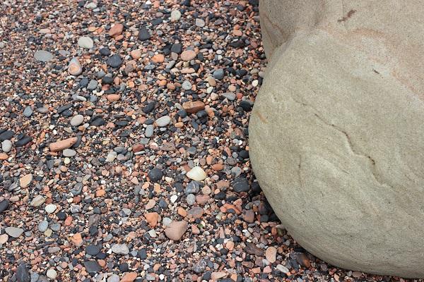 「ぜぜヶ浦」の石の様子