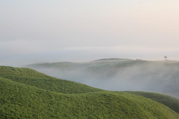 大観峰(だいかんぼう)、草原と雲海