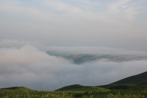 大観峰(だいかんぼう)の雲海。幻想的な風景