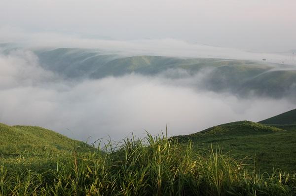 大観峰(だいかんぼう)、外輪山と雲海