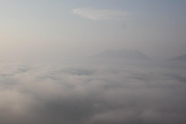 大観峰、もくもくとした雲海の様子